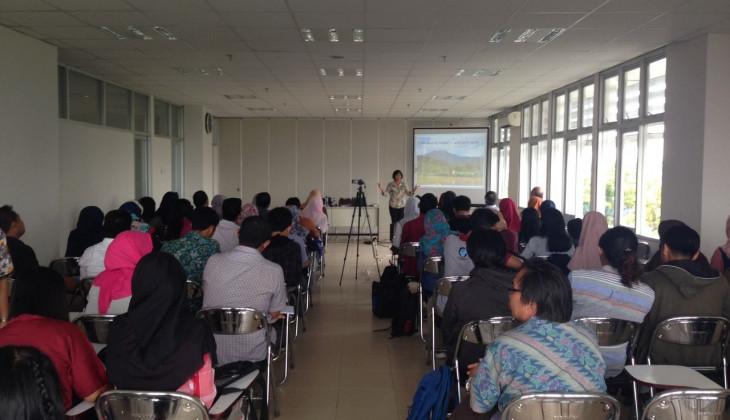 Pakar Geografi University of Hawaii Isi kuliah Tamu di Fakultas Geografi UGM