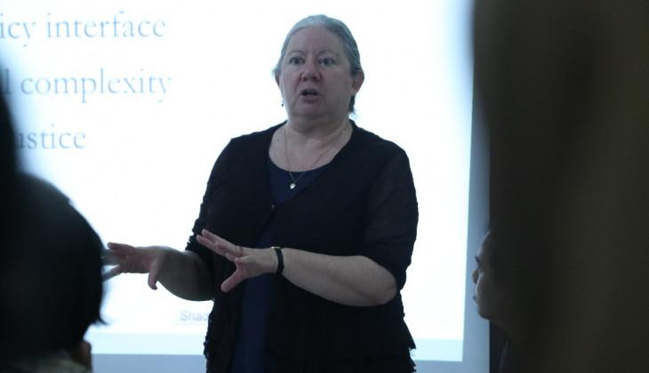 Profesor Australian National University Memberikan Kuliah Umum di FISIPOL UGM