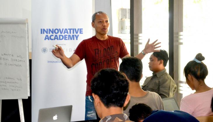 Mantan CEO Schlumberger Beri Wawasan Bisnis Pada Calon Startup UGM