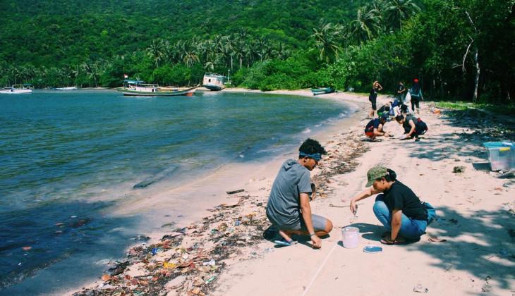 Unit Selam UGM Ajari Pelajar di Karimunjawa Kelola Sampah