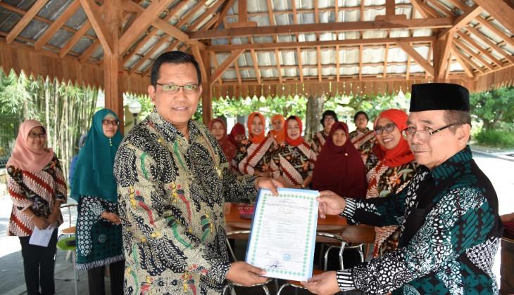 Kantin Fakultas Peternakan UGM Tersertifikasi Halal LPPOM MUI DIY