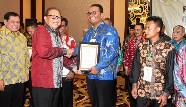 Koperasi Kopma UGM Raih Penghargaan Koperasi Berprestasi Nasional
