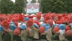 Sembilan Ribu Mahasiswa Baru UGM Bentuk Formasi Merah Putih dan Indonesia Jaya