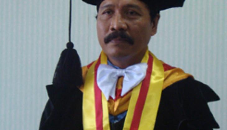 Raih Doktor Usai Teliti Seni Hias Pura Jagatnatha Bali