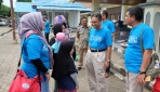 Rektor UGM Kunjungi Pengungsi Korban Gempa dan Tsunami Sulteng