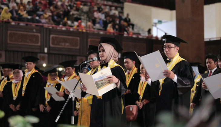 UGM Rector Inaugurates 1,834 Graduate Students