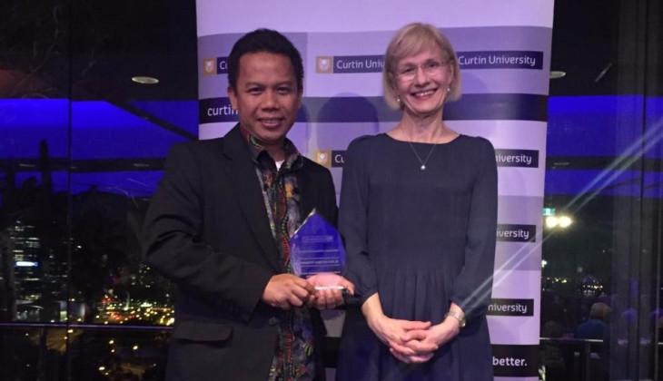 Dosen UGM Terima Penghargaan dari Curtin University