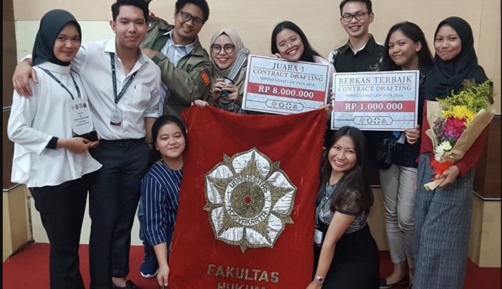 Fakultas Hukum UGM Juara 1 Kompetisi Contract Drafting Diponegoro Law Fair 2018
