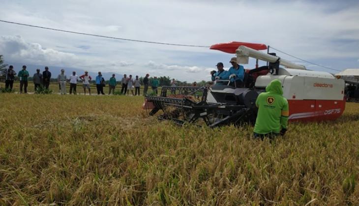 UGM Gandeng Korsel Kenalkan Mesin Pertanian ke Petani Madiun
