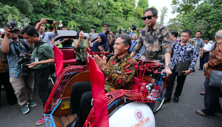 Energy Minister Launches Electric Trishaw at UGM