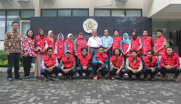 UGM Sends Volunteers to South Lampung Impacted by Tsunami
