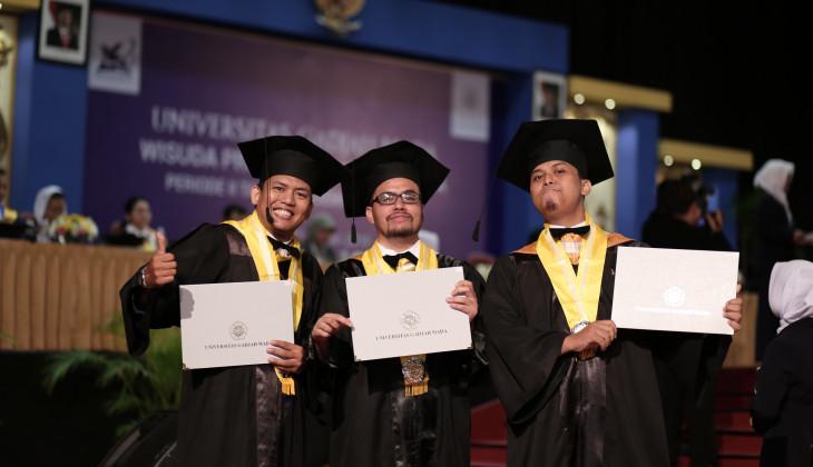 UGM Wisuda 918 Lulusan Program Pascasarjana