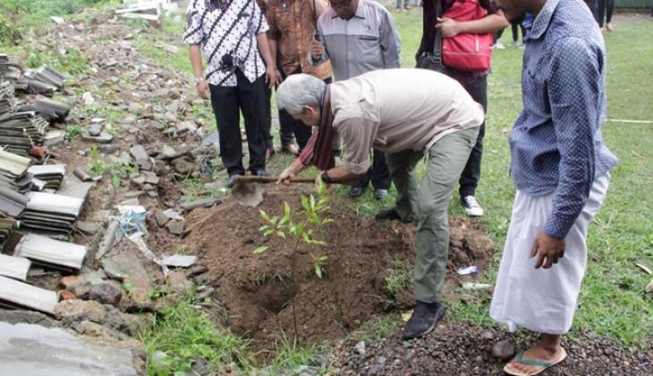 Ganjar Pranowo Kunjungi Lokasi KKN UGM Peduli Bencana Lombok
