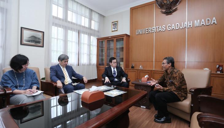 Rektor UGM Terima Kunjungan Saga University Jepang