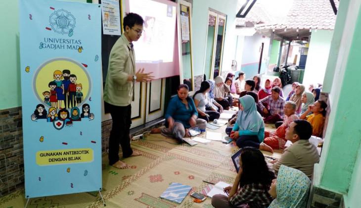 Mahasiswa PKM-M UGM Kampanyekan Bahaya Antimocrobial Resistence (AMR)