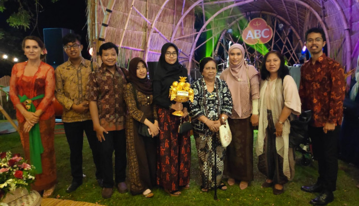 Guru Besar FTP UGM Terima Lifetime Achievement Award dalam Ubud Food Festival