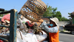 Anak Tukang Angkut Sampah Berhasil Kuliah di UGM