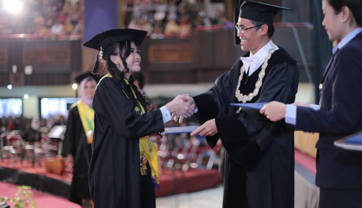 UGM Mewisuda 1.277 Lulusan Sarjana dan Diploma