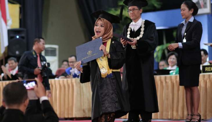 Rektor UGM Mewisuda 1.277 Lulusan Sarjana dan Diploma
