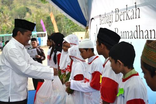 UGM-Baznas Buka Puasa dengan 1.000 Anak Yatim dan Dhuafa