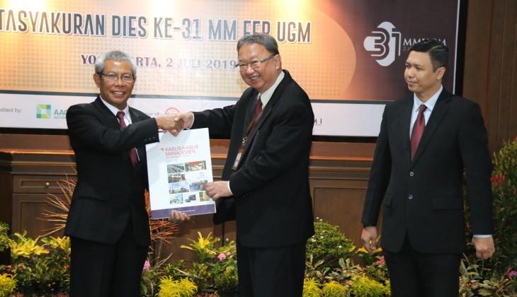 MM UGM Kembali Luncurkan Buku Kasus-Kasus Manajemen Perusahaan