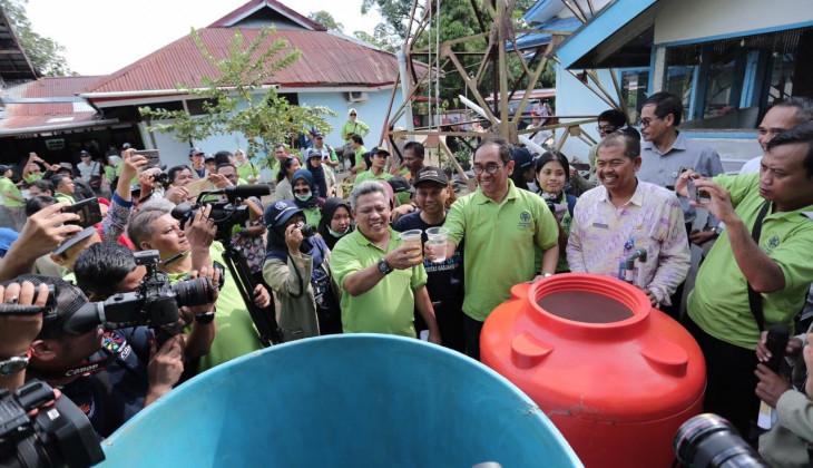 Mahasiswa KKN-PPM UGM Bangun Sarana Penjernih Air di Kawasan Transmigrasi Rasau Jaya