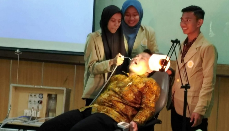 UGM Students Innovate Portable Dental Seat