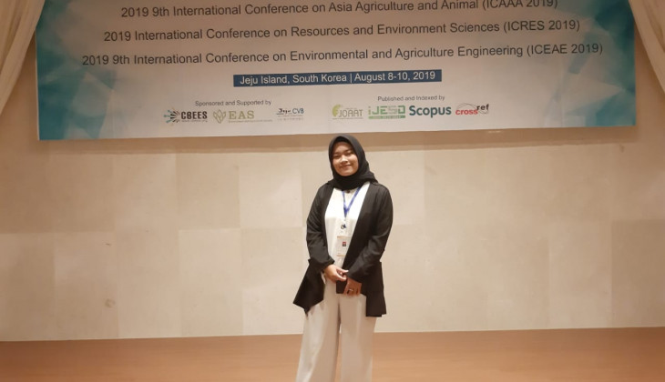 UGM Student Presents Waste Management Paper in South Korea