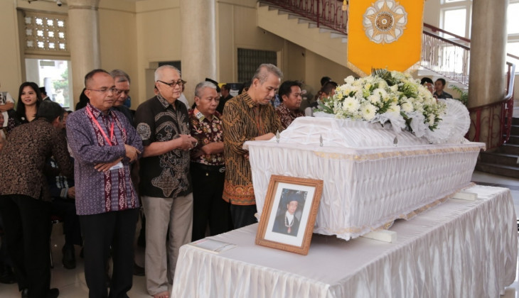 Guru Besar FEB UGM Prof. Nopirin Tutup Usia