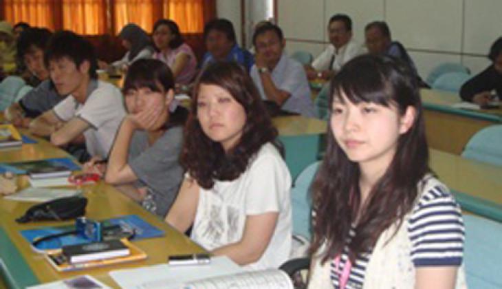 Sembilan Mahasiswa Ehime University Ikuti KKN-PPM UGM