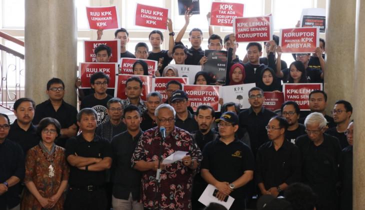 Akademisi UGM Desak DPR Hentikan Pembahasan RUU KPK