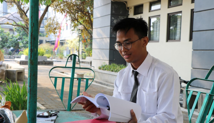 Althaf, UGM's Disabled Student Completes His Study