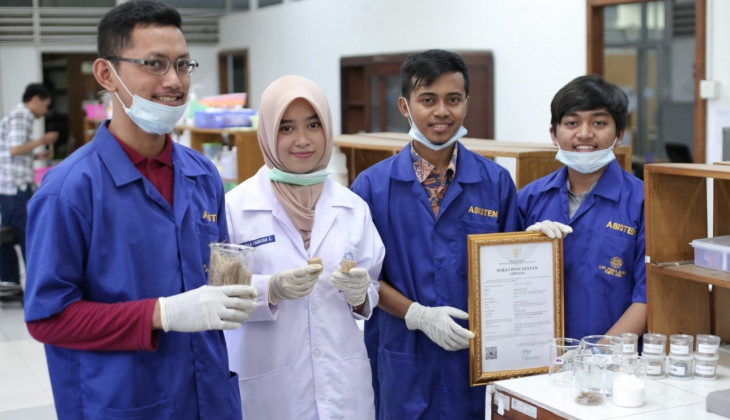 Mahasiswa UGM Manfaatkan Limbah Onggok Menjadi Panel Akustik