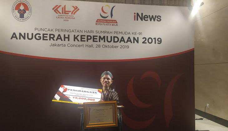 Fahmi Raih Penghargaan Pemuda Difabel Berprestasi dari Menpora