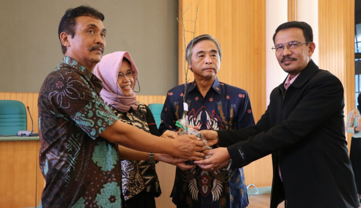 UGM and Japan Collaborate in Blueberry Farming in Indonesia
