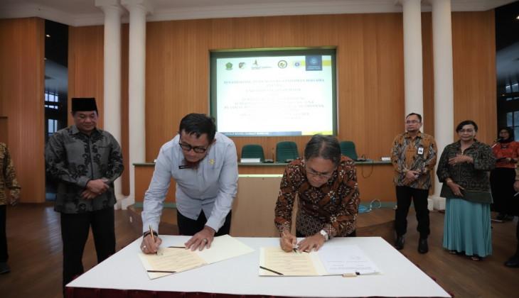 UGM Tandatangani Kerja Sama Dengan Lima Mitra