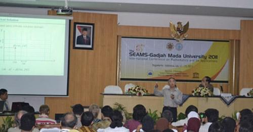 300 Pakar Ikuti Konferensi Internasional Matematika 'The 6th SEAMS-GMU 2011'