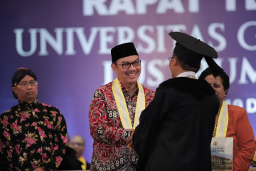 Hasto Wardoyo Earns UGM Award