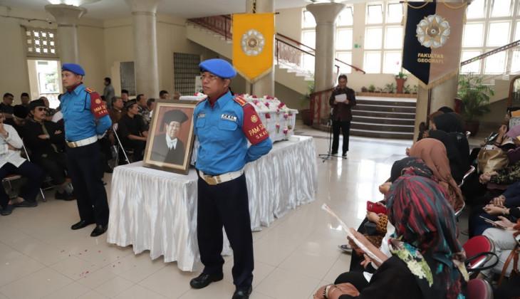 Mantan Kepala PSB UGM, Prof. Sunarto Meninggal Dunia