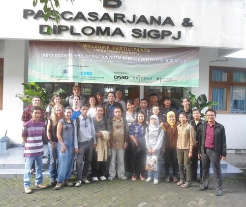 Mahasiswa Asing Ikuti Riset Bersama Pengurangan Risiko Bencana berbasis Ekosistem di Dieng