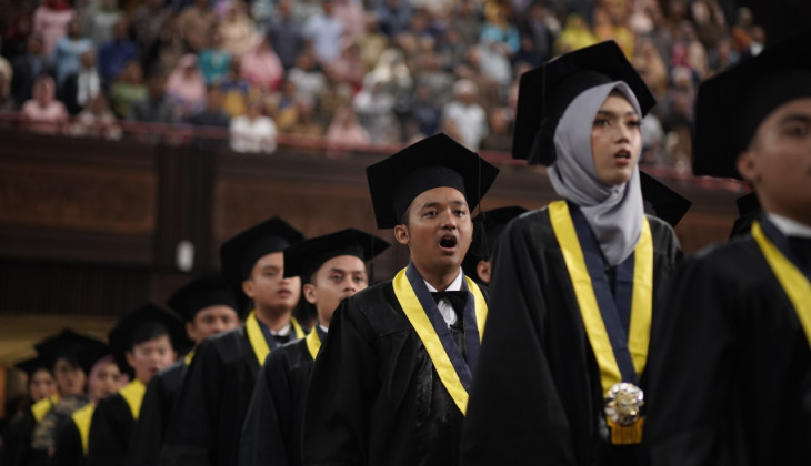 The Rector of UGM Has 1.606 Undergraduate Students in A Moment of Commencement