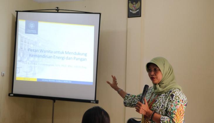 Wanita Berperan Penting Dalam Mendukung Kemandirian Energi