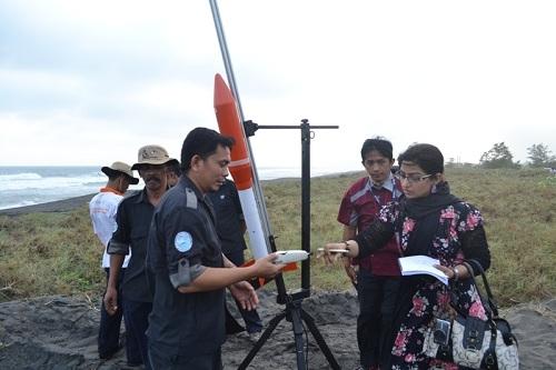 21 Roket Berhasil Diluncurkan dari Pantai Pandansimo