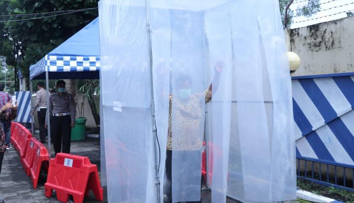 FMIPA UGM Beri Bantuan Bilik Antiseptik di Kantor Ditlantas Polda DIY