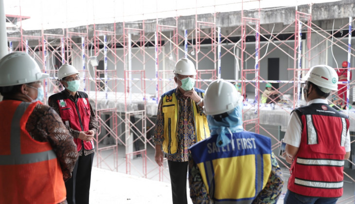 Menteri PUPR Tinjau Pembangunan Gedung Darurat Covid-19 RSA UGM