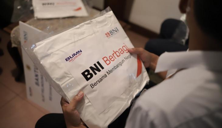 UGM Terima Bantuan Sembako dan APD dari BNI