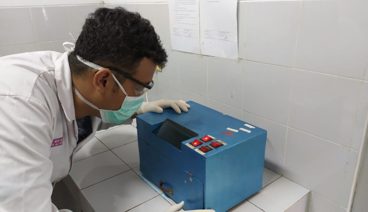 UGM Pharmacy Conducts Quality Testing of Personal Protective Equipment (PPE)