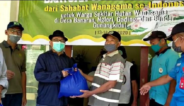 Wanagama Bagikan 660 Paket Sembako Bagi Warga Sekitar