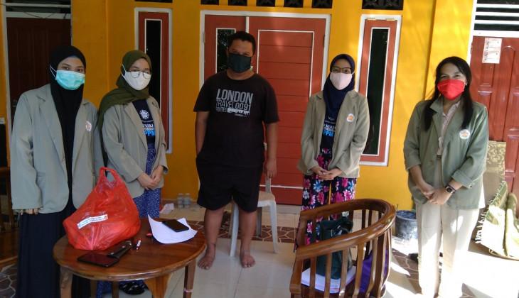 KKN PPM Unit Hargotirto Salurkan Bantuan FOI-ABC