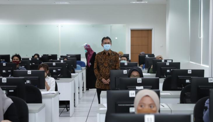 Rektor UGM Tinjau Pelaksanaan UTBK